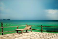 Strand-fauler Stuhl stockfotografie