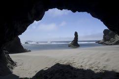 Strand, Felsen, Himmel, Höhle Lizenzfreies Stockfoto