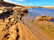 Strand-Fluss lizenzfreies stockbild