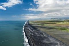 Strand från udde Dyrholaey Arkivbilder
