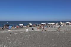 Strand ` Funken ` in der Erholungsortregelung Adler, Sochi, Krasnodar-Region, Russland Stockfotografie