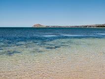 Strand in Granit-Insel nahe Sieger-Hafen Stockfoto