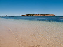 Strand in Granit-Insel nahe Sieger-Hafen Stockfotos