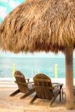 Strand-Hütten-Stühle Stockfoto