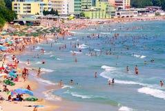 Strand in het nieuwe deel van Nessebar de kust van Bulgarije, de Zwarte Zee Stock Afbeeldingen