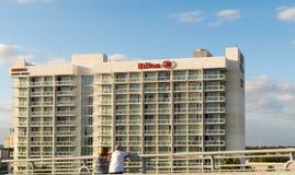 Strand Hilton Bentley Miamis /South, der bei dem 101 Ozean-Antrieb gelegen ist, schoss im Miami Beach FL, USA stockfoto