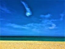 Strand, himmel och moln arkivbilder