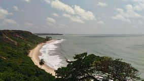 Strand, Himmel und Wald lizenzfreies stockbild