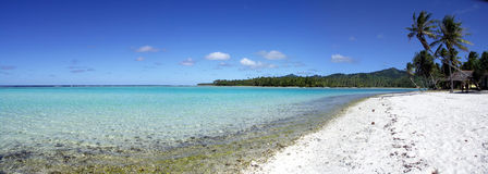 Strand in Huahine stock afbeelding