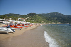Strand i Agios Georgios, Korfu Arkivbilder