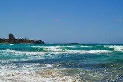 Strand i Atlite, sikter av Caesarea Arkivbild
