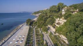 Strand i Balchik från över, Bulgarien Arkivfoto