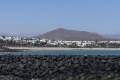 Strand i Costa Teguise Arkivfoton