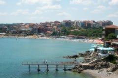 Strand i den bulgariska staden av Sozopol Arkivfoto