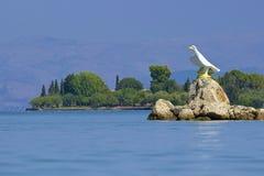 Strand i den Gouvia marina, Korfu Arkivfoton
