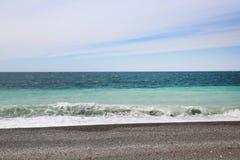 Strand i Gagraen, Abchazien Royaltyfri Bild