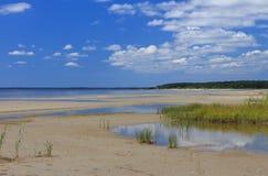 Strand i mitt--sommar arkivbilder