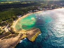Strand i nordlig kust av Puerto Rico arkivbilder