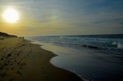 Strand i slutet av dagen Royaltyfri Foto