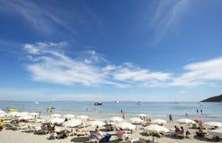 Strand in ibiza in de zomer Stock Foto's