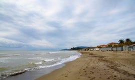 Strand im Winter lizenzfreie stockfotos