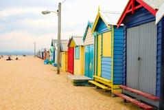 Strand-Kästen auf Brighton-Strand Stockfotos