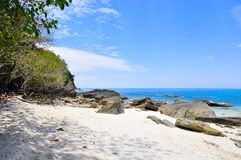 Strand in Koh Chang in Thailand stock foto's
