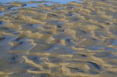 Strand-Kräuselungen und Sand-Beschaffenheit Lizenzfreies Stockfoto