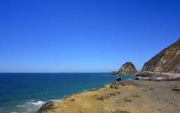 Strand längs PCH-1 på punkt Mugu, SoCal Royaltyfri Bild