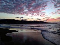 Strand Las Palmas de Gran Canaria nach Sonnenuntergang lizenzfreie stockbilder
