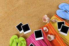 Strand lege polaroids als achtergrond Stock Afbeeldingen