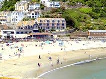 Strand Looe, Cornwall. Arkivfoton
