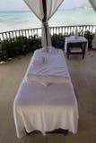 Strand-Massage-Tabelle Stockbild