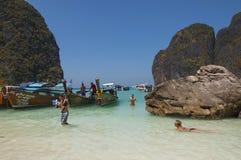 Strand Maya Bay på ön av Phi Phi Royaltyfri Foto