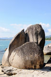 Strand med den stora stenen Royaltyfria Foton