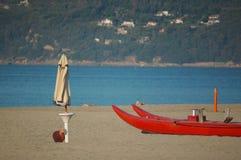 Strand med havs- och livräddarefartyget Arkivfoto