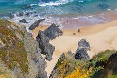 Strand med klippor och vegetation i Almograve Royaltyfria Foton