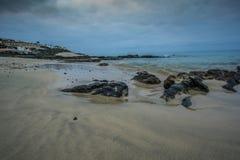 Strand med stenar Royaltyfri Foto