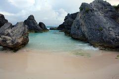 Strand med stenblock Royaltyfria Bilder