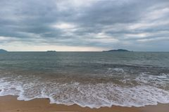 Strand, Meer und Himmel Lizenzfreie Stockbilder