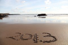 Strand met 2013 in zand Royalty-vrije Stock Afbeelding