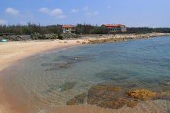 Strand met de visserij van dorp in KE GA Stock Afbeeldingen