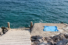 Strand met handdoek Royalty-vrije Stock Afbeeldingen