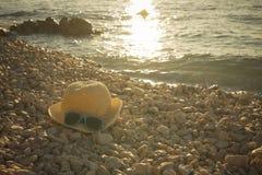 Strand met hoed Stock Foto's