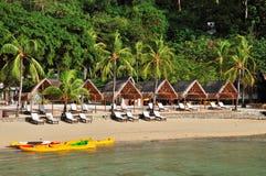 Strand met Kajaks Stock Afbeelding