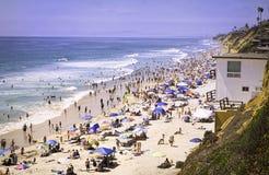 Strand met Mensen, Encinitas Californië Stock Foto's