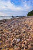Strand met stenen stock foto's