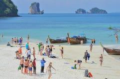 Strand met toeristen, thailand01 Royalty-vrije Stock Afbeelding