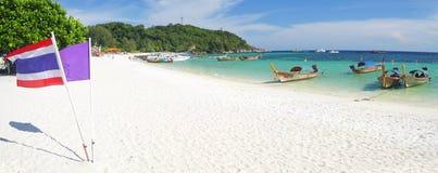Strand met witte zand en overzees. koh lipe, Thailand stock foto