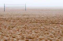 Strand in mist Stock Foto's